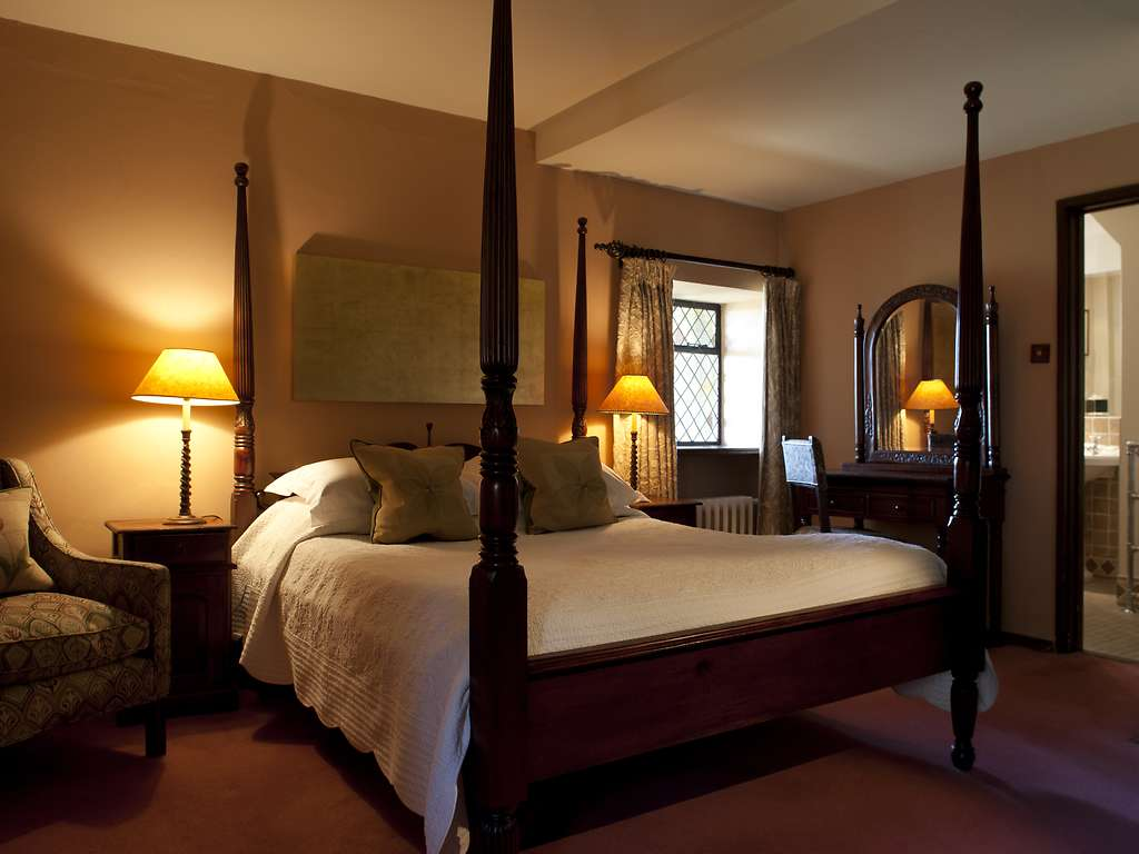 bailiffscourt hotel spa room and bedroom information gallery of pictures. Black Bedroom Furniture Sets. Home Design Ideas