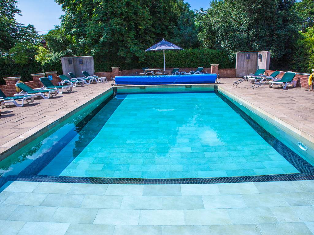 Balmer lawn hotel in hampshire berkshire and new forest for Outdoor pool