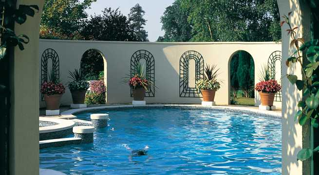 Bishopstrow house hotel in bath and country and warminster luxury hotel breaks in the uk for Glasshouse hotel sligo swimming pool