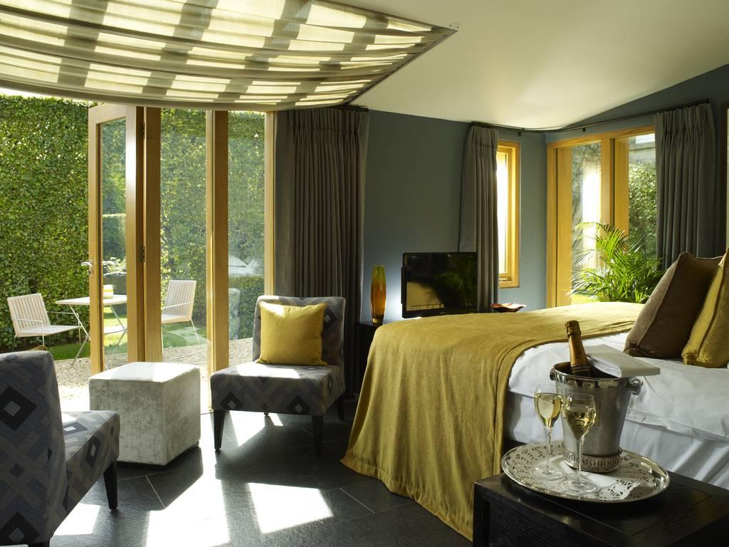 homewood park hotel spa room and bedroom information. Black Bedroom Furniture Sets. Home Design Ideas