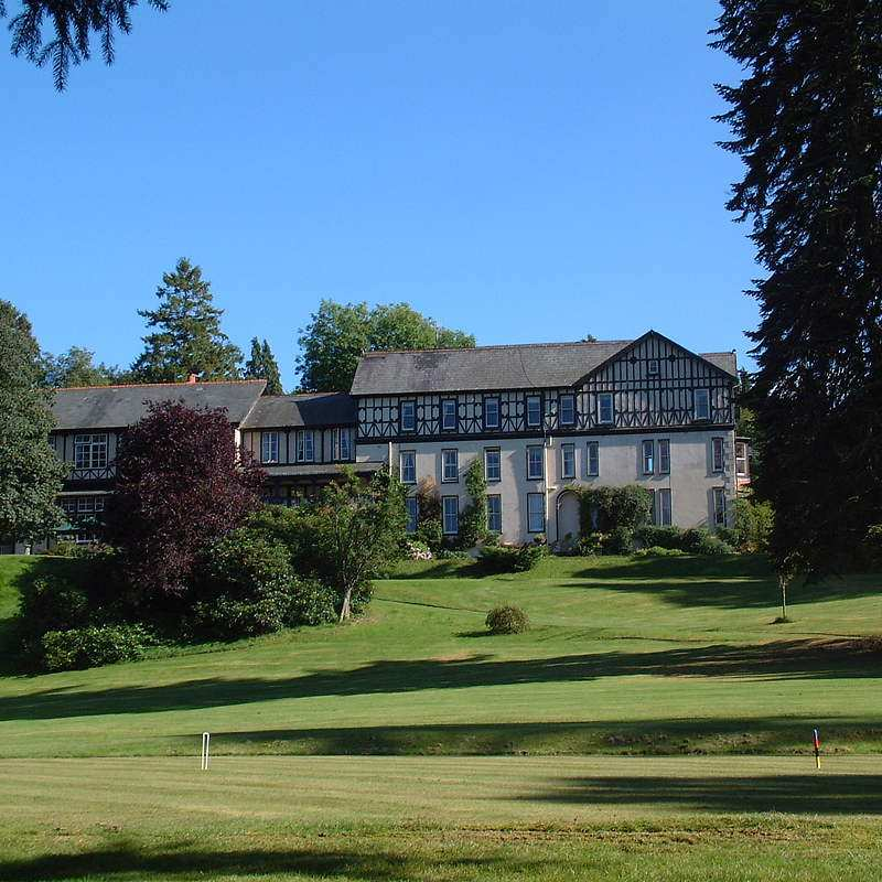 Lake country house hotel in mid wales and nr builth wells for Luxury hotel breaks