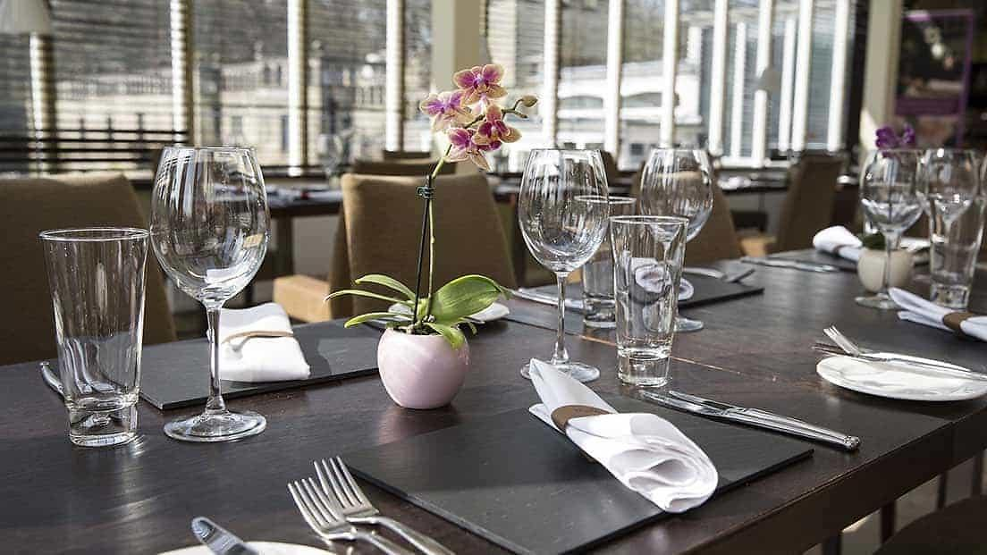 Rhinefield house hotel restaurant dining and eating - The grill house restaurant ...