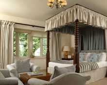 Very Good Four Poster room, The Swan at Bibury