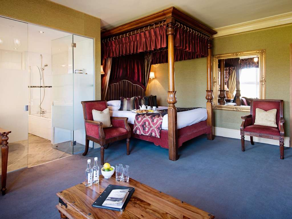 Four Poster room, Balmer Lawn Hotel