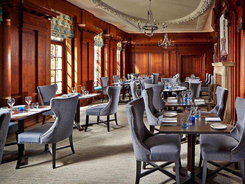 The Oak Room Restaurant restaurant, Barnett Hill Hotel