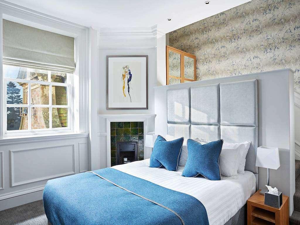 Comfy King room, Barnett Hill Hotel