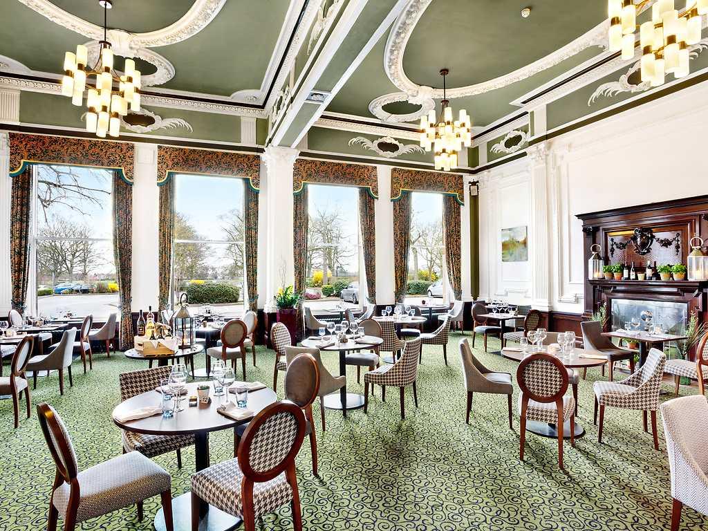 Queens Restaurant restaurant, Cedar Court Hotel