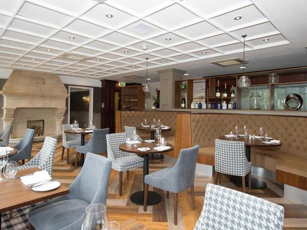 Lounge and Bar restaurant, Cedar Court Hotel