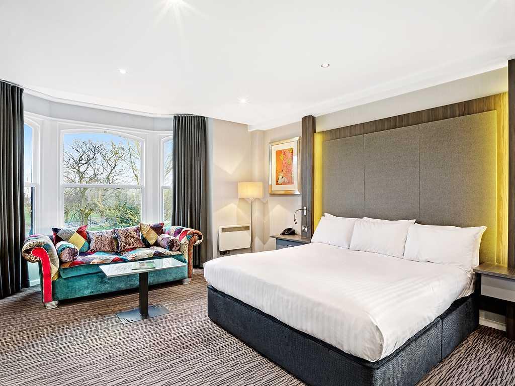 Suite room, Cedar Court Hotel
