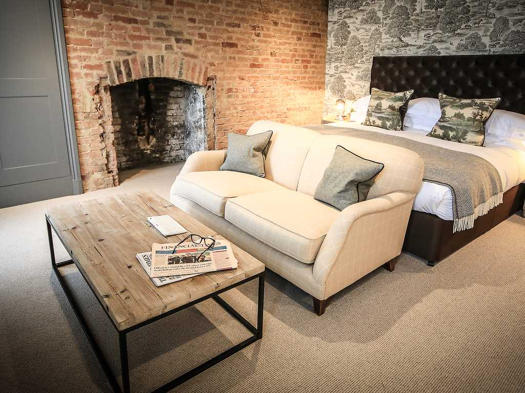 Feature room, Kings Head Hotel (Cirencester)