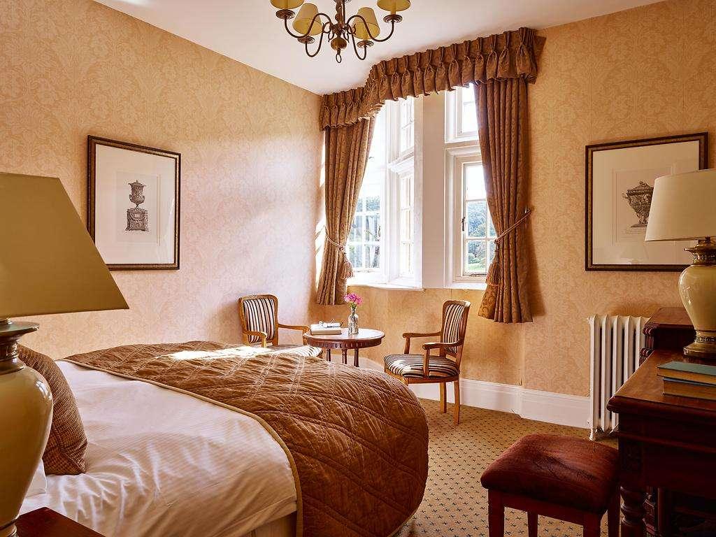 Standard Double room, Dumbleton Hall