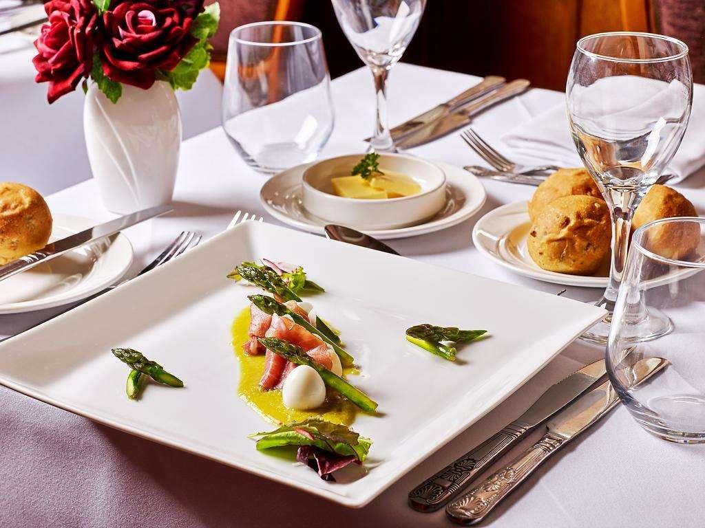 The Cedar Tree Restaurant restaurant, Dumbleton Hall
