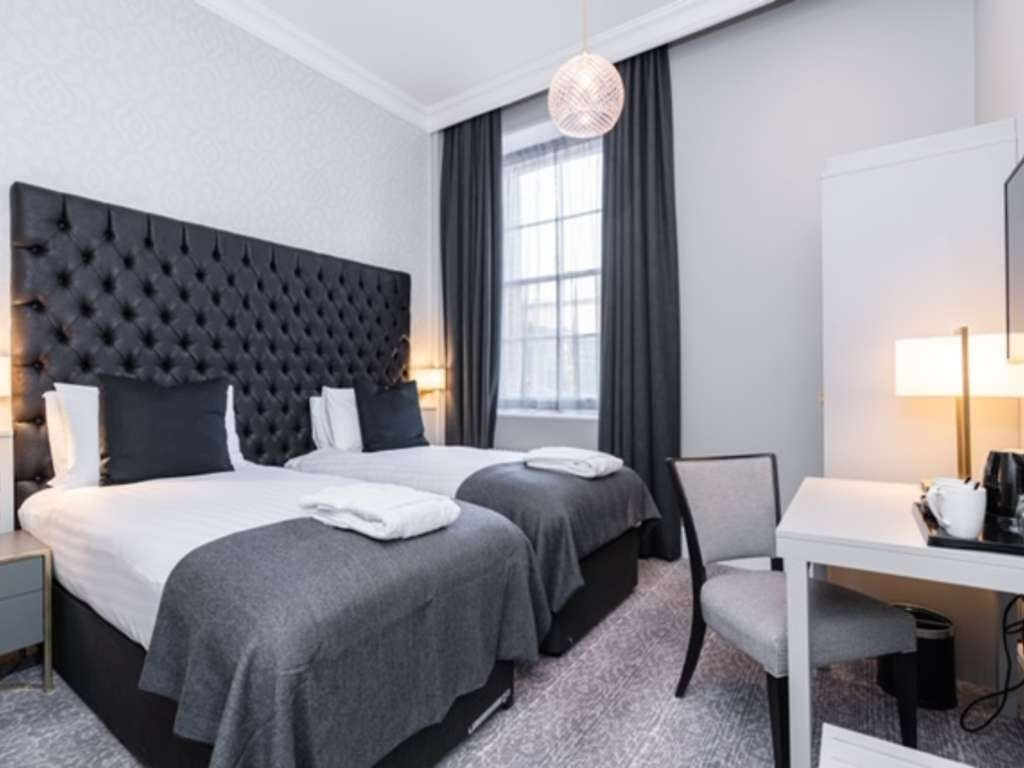 Standard Twin room, Easthampstead Park