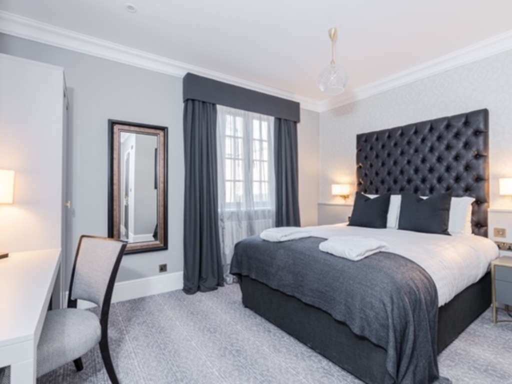 Standard Double room, Easthampstead Park