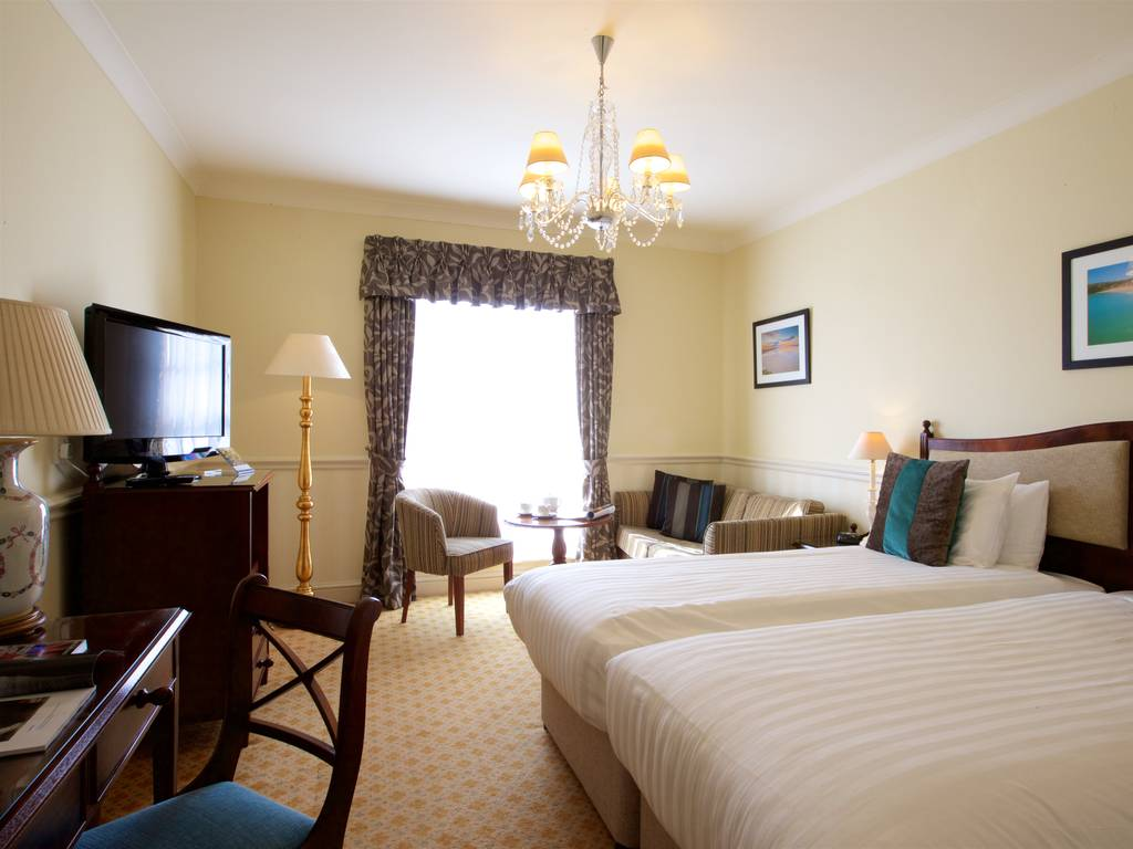 lamphey court hotel room and bedroom information gallery. Black Bedroom Furniture Sets. Home Design Ideas