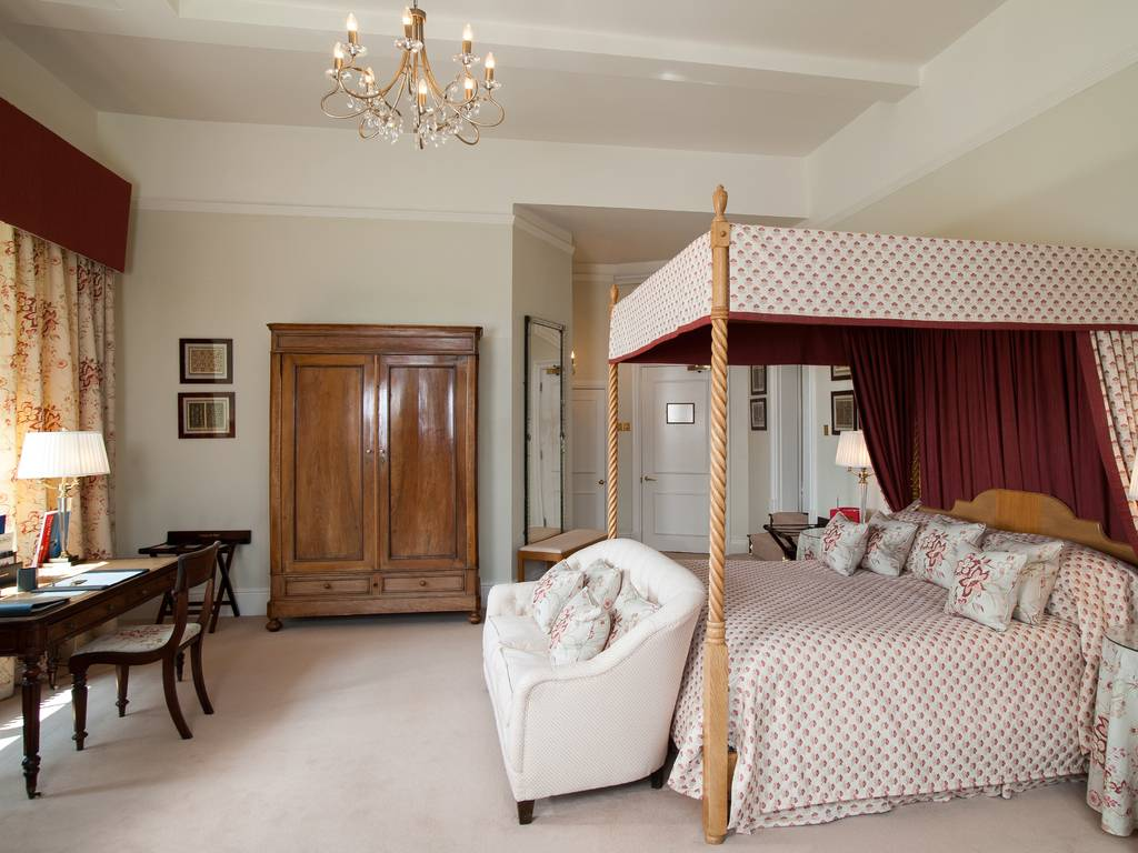 Rooms: Llangoed Hall Hotel Room And Bedroom Information, Gallery Of Pictures