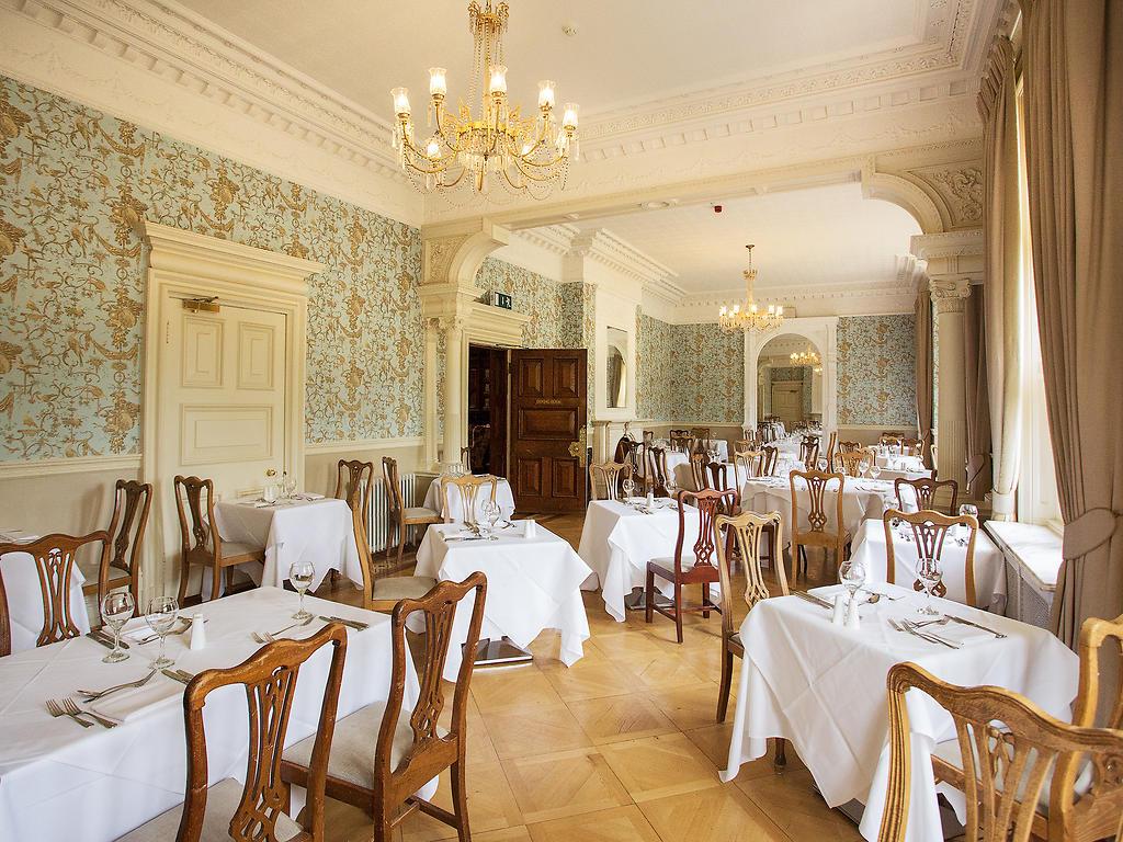 The Oak restaurant, Pendley Manor