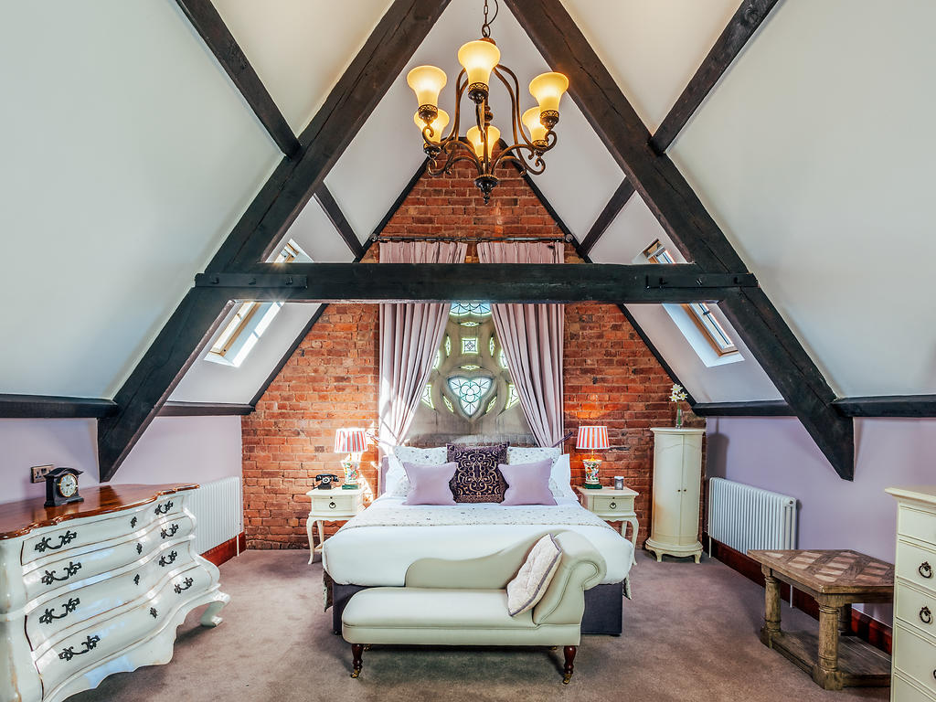 Junior Suite room, Stanbrook Abbey Hotel