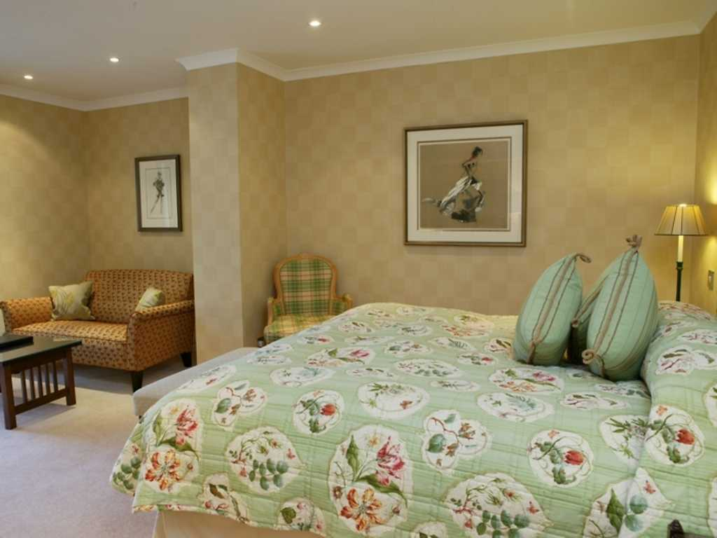 Suite room, The Airds Hotel