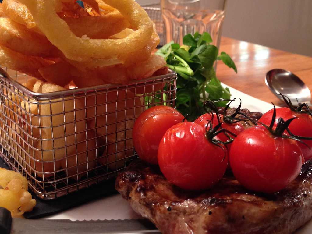 Steakhouse Bar & Grill restaurant, TyGlyn Hotel