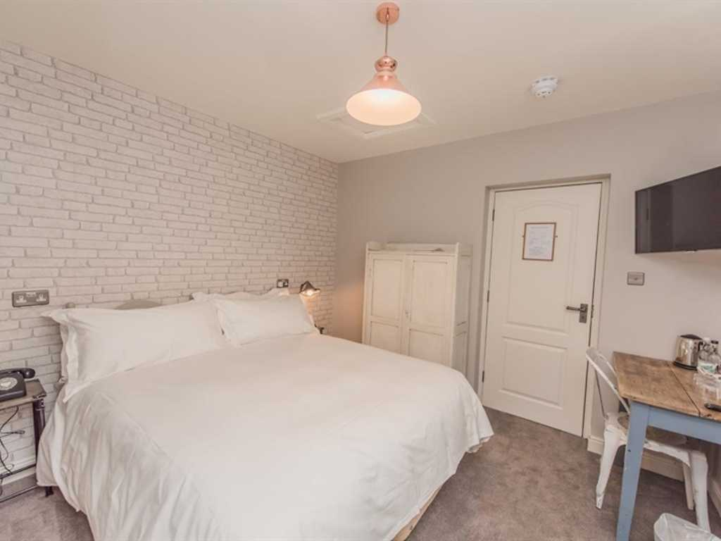 Cosy Double room, Widbrook Grange